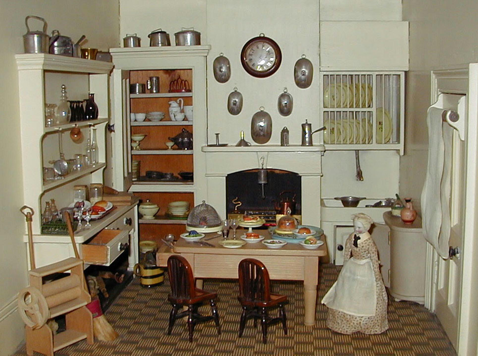 A Th Century Dolls House Designed To Dazzle Tunbridge Wells - Dolls house interior