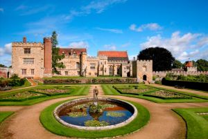 Image of Penshurst Place South view of house (c) Peter Smith Jigsaw